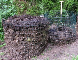 compost bins1
